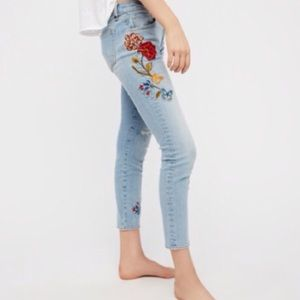 🍃💕HP NWT Free People Embroidered Denim Jeans